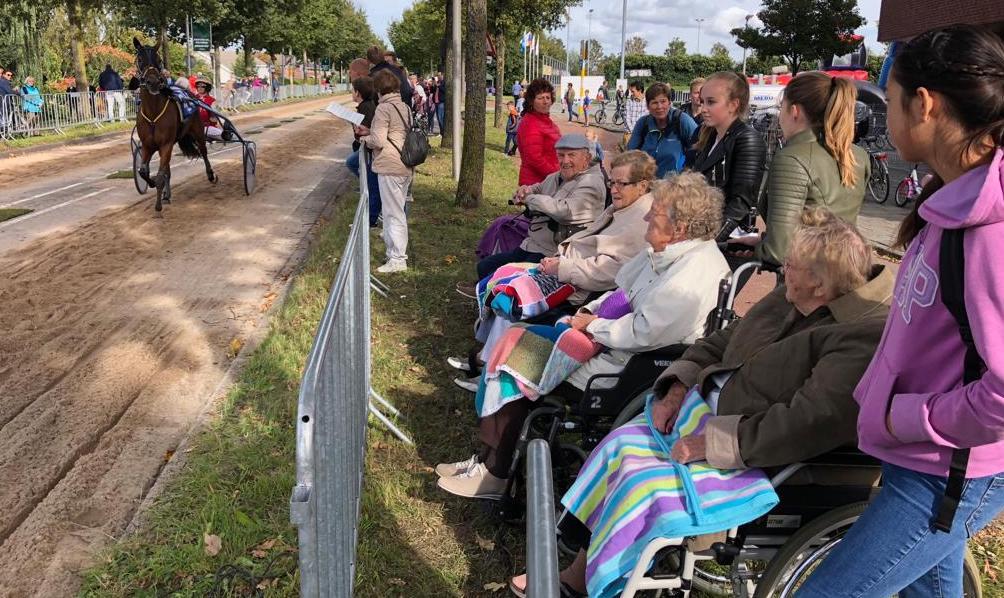 Veel jongeren in actie met ouderen dit weekend